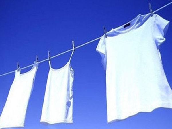 白色衣服里添加荧光增白剂对人体有危害吗?